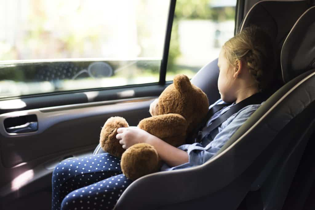 girl-car-seat-custody-travel
